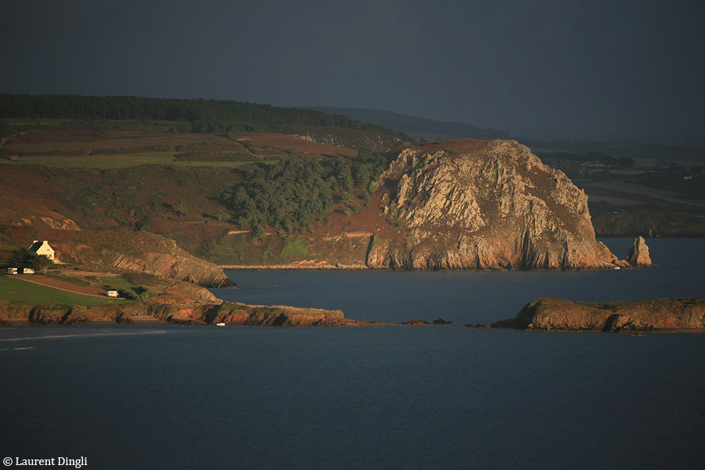 L'Aber vu du Menhir  - Presqu'île de Crozon © Laurent Dingli - Tous droits réservés