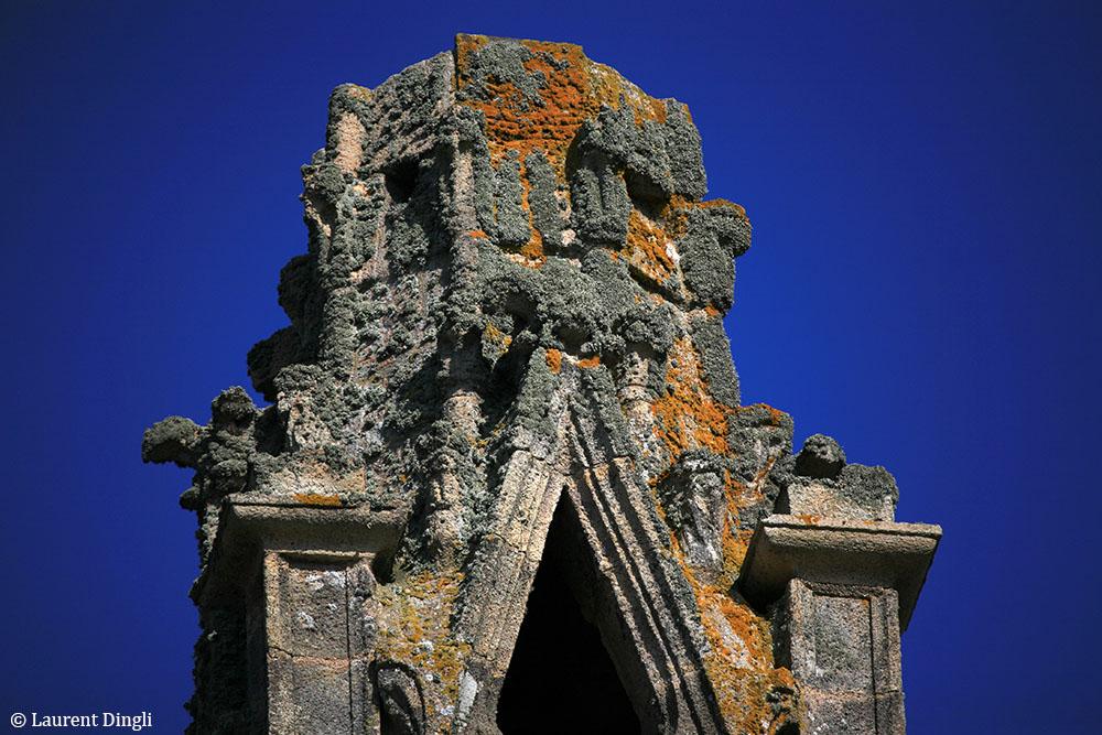 Clocher de l'église Notre-Dame-de-Rocamadour à Camaret, en partie détruit par une canonnade anglaise au XVIIème siècle © Laurent Dingli - Tous droits réservés