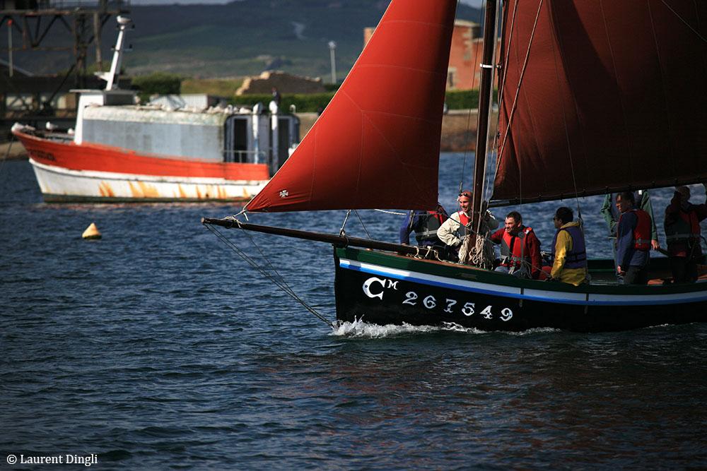 Bateau rentrant dans le port de Camaret © Laurent Dingli - Tous droits réservés